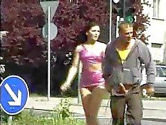 brunetit hauska julkinen alastomuus tirkistelijä