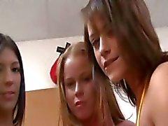 amateur pijpbeurt college meisje groepsseks