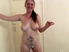 Fetish hoe toys her pussy with huge dildo in hot solo
