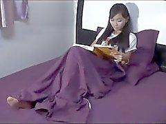 entortillement chatouiller chinois fille asiatique pieds