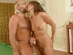 porno-babushka-iz-svoi-lyubovnikom