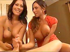 büyük göğüsler handjobs porno