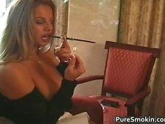 amateur morena fetiche de fumar
