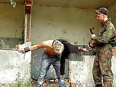 гей садо-мазо на открытом воздухе военный