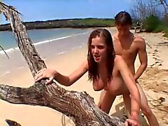 praia peitos grandes adolescentes