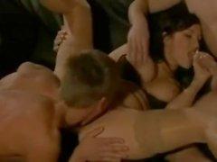 bisexuell mmf trekant bisexuella stor bröst underkläder brunett strumpor cock suger mmf babe omvänd cowgirl ass