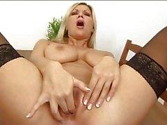 gros seins blondes masturbation