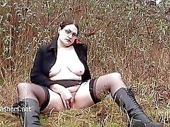Chubby amateur flasher Alyss in public masturbates