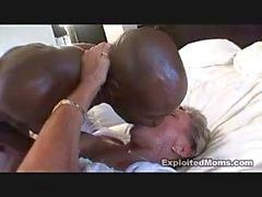 maduro interracial milf