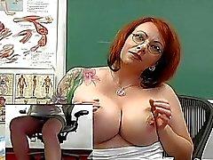 isot tissit isot tissit busty luokkahuone sormitus