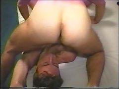 марочная брюнетка лицо волосы папа большой член волосатый детеныш минет оральный секс сосание