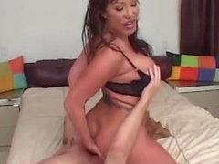 Nikki Hunter v Ava Devine