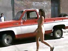 bambino feticcio peloso messicano all'aperto