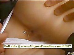brunette mignon seins naturels amateur asiatique