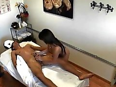 asiatisk stora bröst avsugning handjob