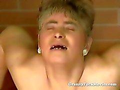 amateur pijpbeurt dildo grootmoeder