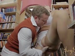 brunetta erotico hardcore leccare