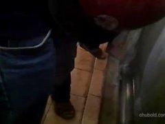 медведь пухлый папочка мастурбирует скрытый камера общественности туалетный хардкор вырез
