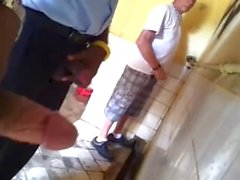 suportar masturbação pai gordinho escondida câmera pública pitada de urinário do banheiro otário sopa cabeça pública fora
