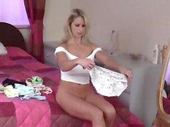 blond britannique lingerie