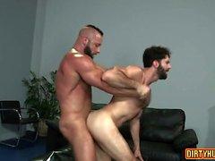 Muscle bear anal and facial cum