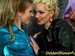 blondine blowjob brünett fetisch