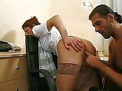 casal sexo anal meias escritório