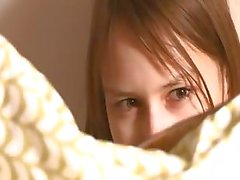 brunette rondborstige masturbatie tiener
