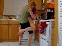 mamãe mãe mom-and -son cozinha - de sexo amador
