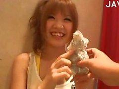 japonais asiatique baiser petits seins