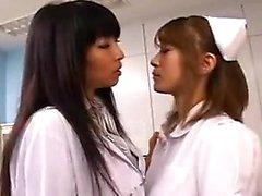 asiatique lesbienne uniforme