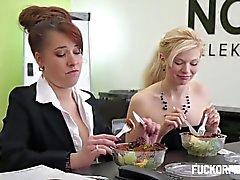 couple le sexe vaginal le sexe oral blond gros seins