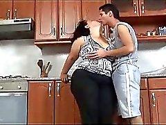 bbw grandi tette cucina