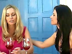 flicka på flicka kyssas lesbisk lesbiska porrfilmer