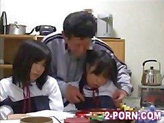 asiatico baby-sitter