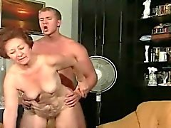 Mature woman likes take in younger dick