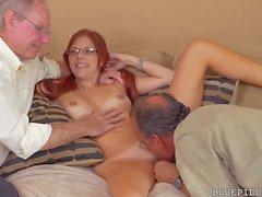 tonåringar gammal ung threesomes små bröst