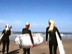 tyttö ranta blondi ruskeaverikkö