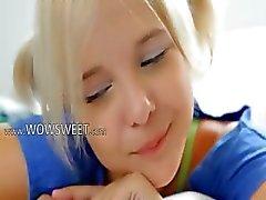 18 jaar oud kindje blond nylon afstrijker