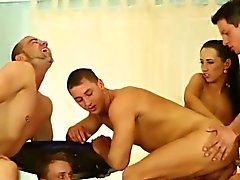 бисексуал брюнетка групповой секс хардкор