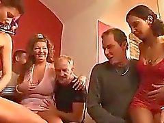 sexe en groupe pipi joufflu