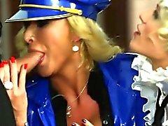 blondine blowjob abspritzen
