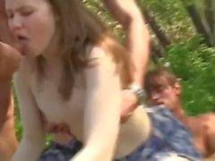 adolescente  jovem  grande galo interracial outdoor encalhado duplo do autocarro gangsula de blowjob de penetração bang morena grande