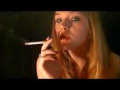 pliegue de fumar fetichismo del hotel   nariz y exhala de fumar