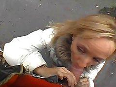 amatoriale sesso all'aperto pompino cazzo succhiare scopare in pubblico video porno all'aperto
