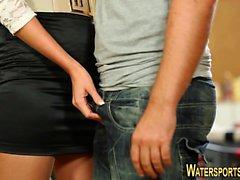 Skank pisses in highheels