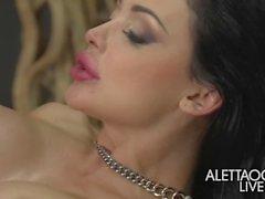 aletta ocean erik everhard brunette fesses hongrois gros faux seins seins pornstar grand