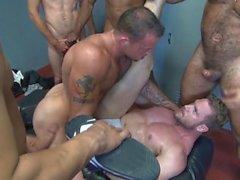 orgia pedaço muscular grupo tatuagem anal cu foda-se galo armário gay sala ir interracial gemendo rimming