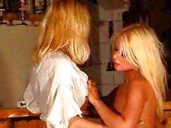 biondo caucasico lesbica