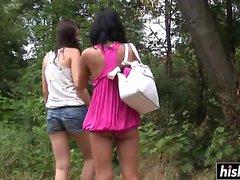 babe brunett hd lesbisk utomhus